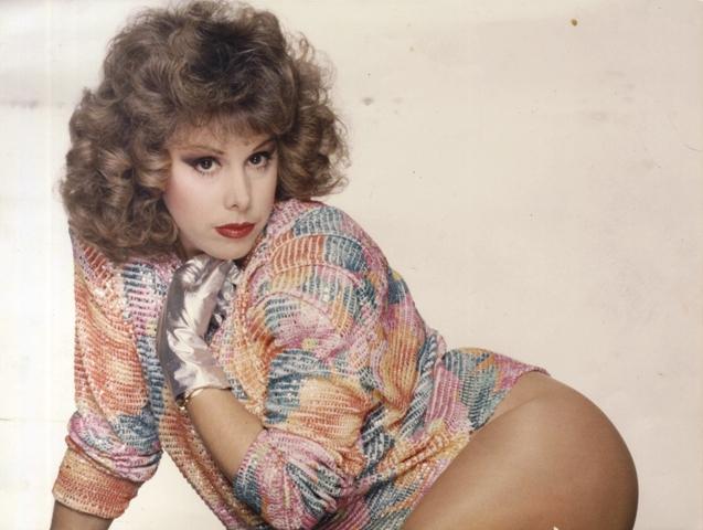 Ισμήνη Καλέση, η σεξοβόμβα των 80s που έπαιξε σε βιντεοκασέτες και στον αρχοντοχωριάτη του Μολιέρου! Φωτογραφήθηκε στο Playboy και με τα χρήματα άνοιξε πρατήριο βενζίνης