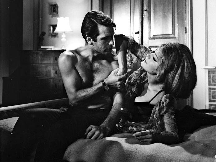 """""""Κοινωνία ώρα μηδέν"""". Ο Κούρκουλος απαίτησε τη Χρονοπούλου για παρτενέρ και το αποτέλεσμα τον δικαίωσε. Σε μια ερωτική σκηνή της έσκισε την μπλούζα ως φάρσα"""
