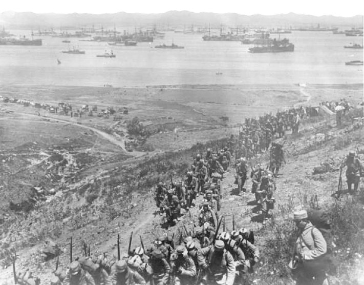 Γάλλοι στρατιώτες στην Λήμνο. Το νησί της Λήμνου αποτέλεσε η ναυτική βάση των συμμάχων κατά τη διάρκεια της εκστρατείας της Καλλίπολης αλλά και η βάση ανεφοδιασμού