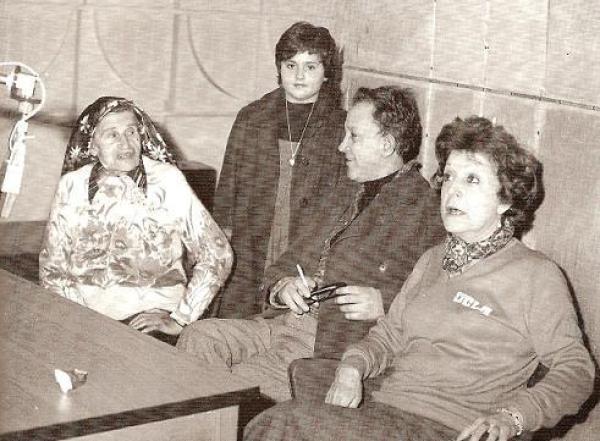 Το πρώτο δοκιμαστικό για το Τρίτο Στεφάνι, που θα ακουγόταν από το Τρίτο Πρόγραμμα είχε στους πρωταγωνιστικούς ρόλους την Ρένα Βλαχοπούλου και την Γεωργία Βασιλειάδου