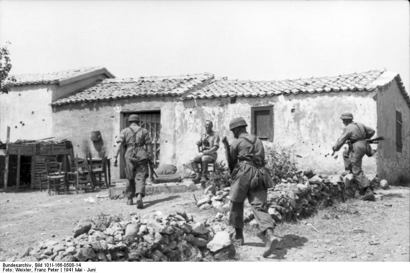 """Το πρώτο χωριό που εκθεμελίωσαν οι Γερμανοί επειδή οι κάτοικοι αντιστάθηκαν στην εισβολή. Κάνδανος: """"Δεν έμεινε πέτρα, κάηκαν άνθρωποι και ζώα"""". (βίντεο με μαρτυρίες) - ΜΗΧΑΝΗ ΤΟΥ ΧΡΟΝΟΥ"""