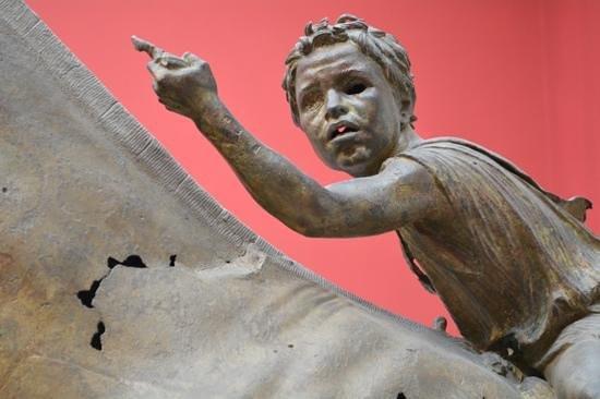 Ο μικρός αναβάτης βρέθηκε το 1928 στη θαλάσσια περιοχή της Βόρειας Εύβοιας