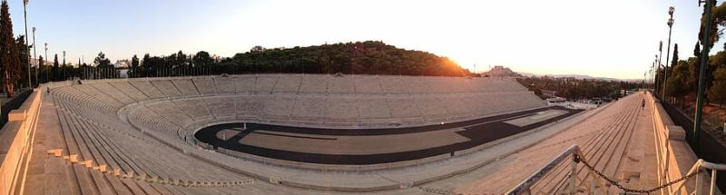 """Πού βρίσκεται η """"τρύπα της Μοίρας"""" που συνδέθηκε με προλήψεις περί μαγισσών στην Αθήνα. Η υπόγεια στοά έχει 60 μέτρα μήκος και κατασκευάστηκε την εποχή του Λυκούργου"""