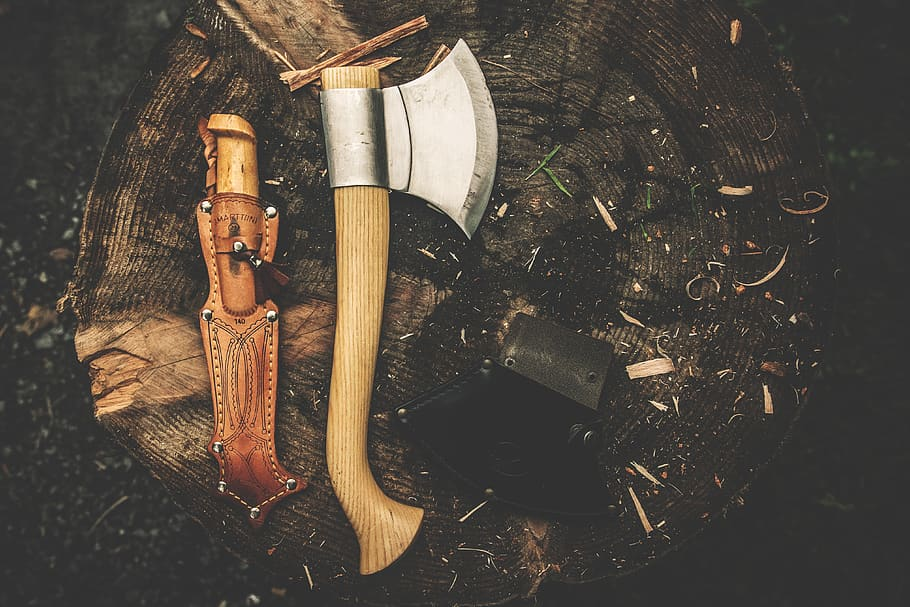 Όταν οι άνδρες ξυρίζονταν με τσεκούρια. Πότε  κυκλοφόρησε το πρώτο ξυραφάκι. Ποιος και γιατί εισήγαγε το ξύρισμα της γενειάδας στην Αρχαία Ελλάδα