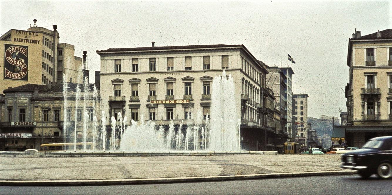 Τα καλύτερα ξενοδοχεία της Αθήνας στα τέλη του 19ου αιώνα βρίσκονταν στην Ομόνοια και το Σύνταγμα. Διέθεταν σεφ και φημίζονταν για τα εστιατόριά τους