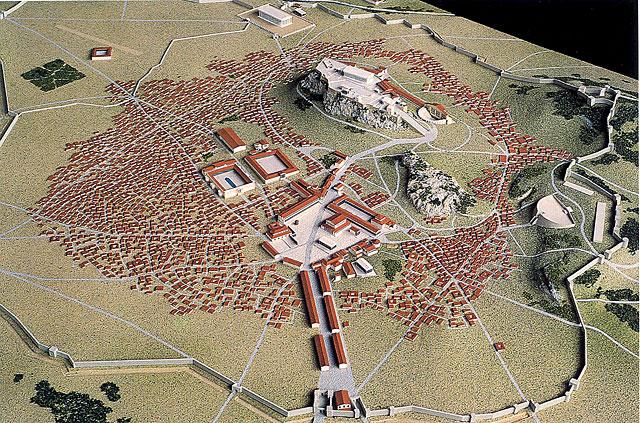 Έτσι ήταν τα «Θεμιστόκλεια Τείχη» της Αθήνας. Είχαν ύψος 8 μέτρα, μήκος 6,5 χιλιόμετρα και διέθεταν 13 μεγάλες πύλες.