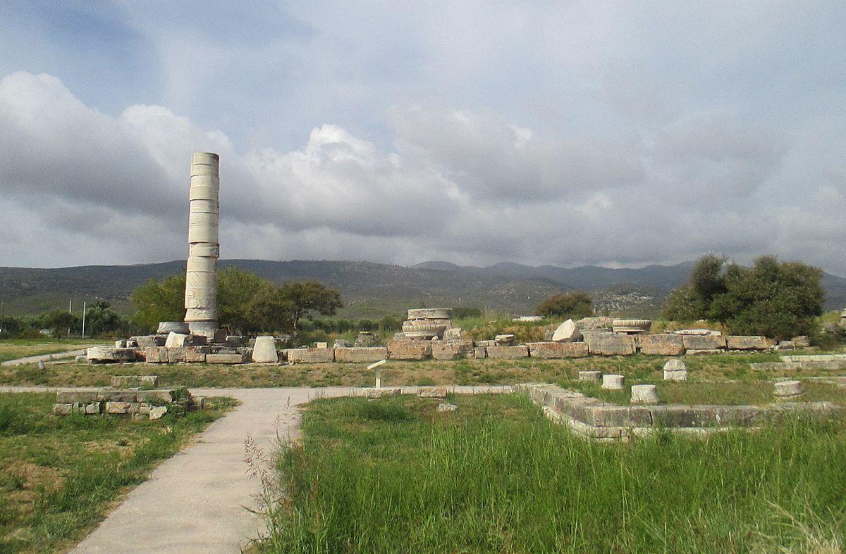 O μεγαλύτερος ναός της αρχαιότητας είχε 155 γιγαντιαίους κίονες ύψους 20 μέτρων, αλλά διασώθηκε μόνο ένας. Ήταν αφιερωμένος στην Ήρα και χτυπήθηκε από σεισμούς και επιδρομείς