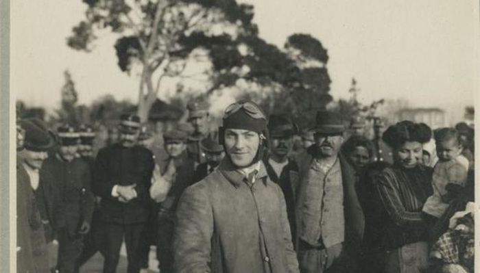 Εμμανουήλ Αργυρόπουλος. Ο πρώτος αεροπόρος που πέταξε στην Ελλάδα και πήρε συνεπιβάτη τον Ελ. Βενιζέλο. Η τελευταία μοιραία πτήση με τουρκικό αεροπλάνο, λάφυρο του Βαλκανικού Πολέμου