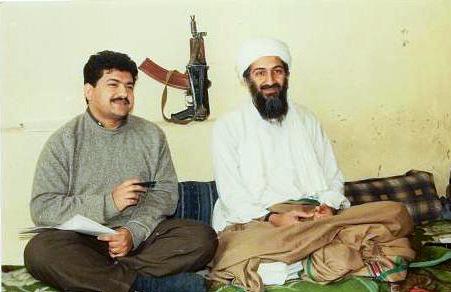 Ο γιατρός που κατηγορείται από τις πακιστανικές αρχές ότι βοήθησε, εν αγνοία τους,  τους Αμερικανούς να εντοπίσουν τον Οσάμα Μπιν Λάντεν. Θεωρήθηκε προδότης και καταδικάστηκε σε 33 χρόνια κάθειρξη