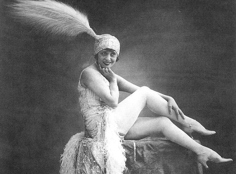 Το πιο ακριβοπληρωμένο αστέρι του Μουλέν Ρουζ που είχε ασφαλίσει τα πόδια της για μισό εκατομμύριο φράγκα. Από πλανόδια πωλήτρια έγινε η πιο σέξι χορεύτρια του μπαλέτου