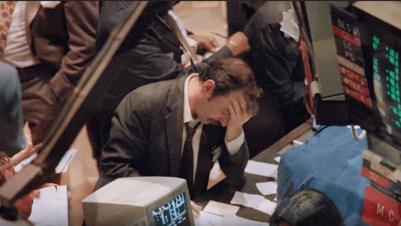 """Χρηματιστές αυτοκτονούσαν πηδώντας από τα γραφεία τους, επενδυτές έμπαιναν με όπλα στα γραφεία συναλλαγών! Η """"μαύρη Δευτέρα"""", που κατέρρευσε η """"Wall Street"""" και δισεκατομμύρια εξαφανίσθηκαν σε λίγες ώρες"""