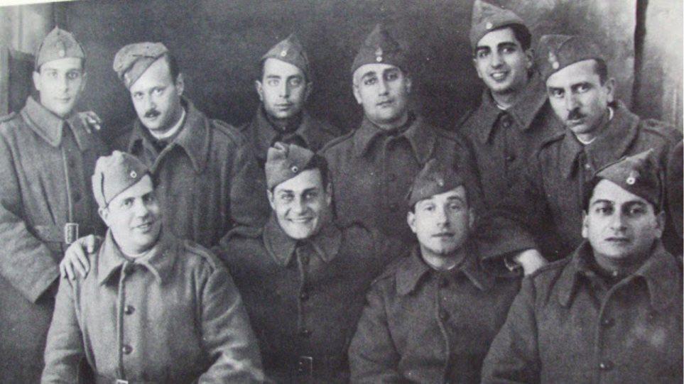 Παπαγιαννόπουλος, Κωνσταντάρας, Τσαρούχης, Κατράκης, Φωτόπουλος, Θεοτοκάς, Ελύτης κι άλλοι διάσημοι που πολέμησαν στην πρώτη γραμμή του ελληνοαλβανικού μετώπου εναντίον της Ιταλίας