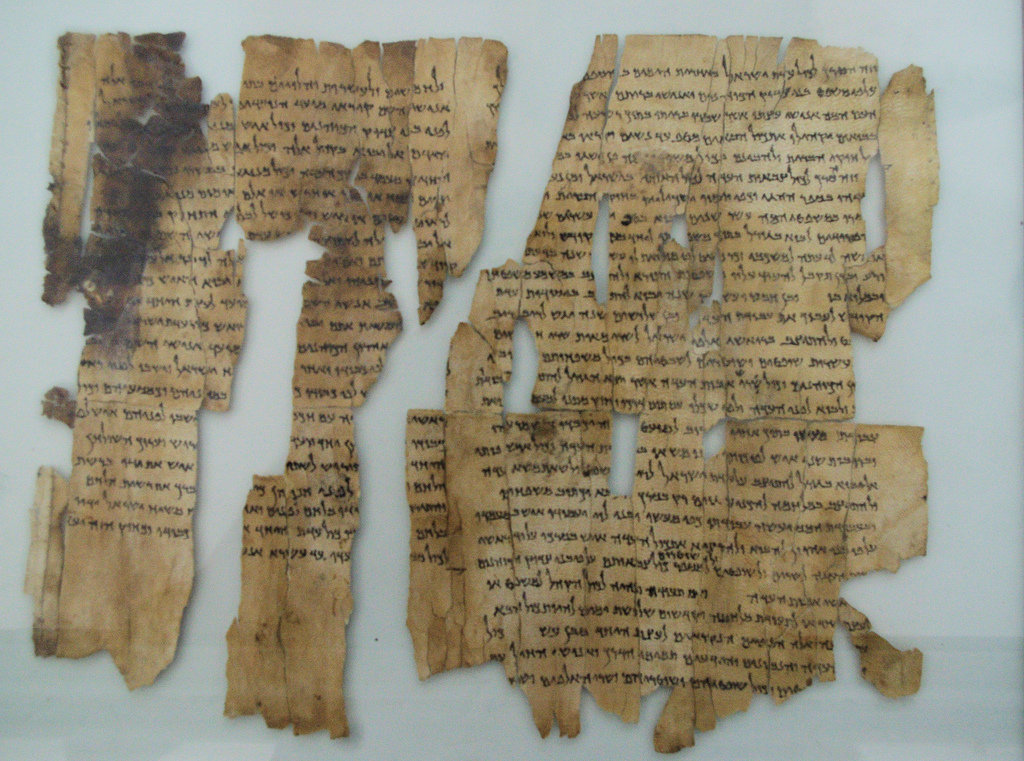 """Πλαστά αποδείχθηκαν πέντε από τα ιστορικά """"Χειρόγραφα της Νεκράς Θάλασσας"""" που θεωρούνταν τα παλαιότερα αντίγραφα της Βίβλου. Αποσύρθηκαν από το Μουσείο"""