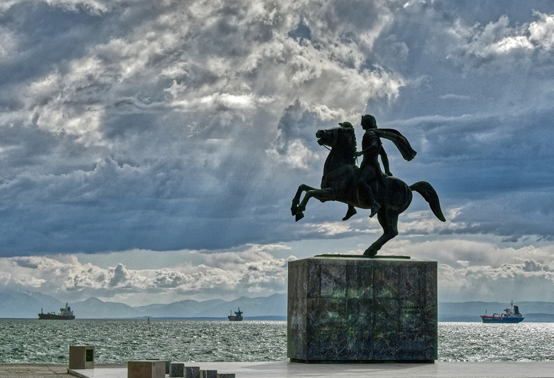 """Πώς οι αμύθητοι θησαυροί της ανατολής """"τροφοδότησαν"""" την εκστρατεία του Μεγάλου Αλεξάνδρου. Επιστράτευσε 20.000 μουλάρια και 5.000 καμήλες για να μεταφέρει τον χρυσό και το ασήμι των Περσών"""