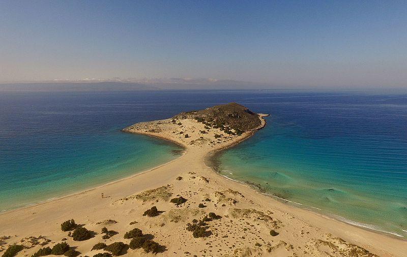 Εξωτικές και διάσημες παραλίες με την ονομασία Σαρακήνικο. Η σχέση με τους πειρατές που κάποτε ήταν ο τρόμος των νησιωτών (drone)