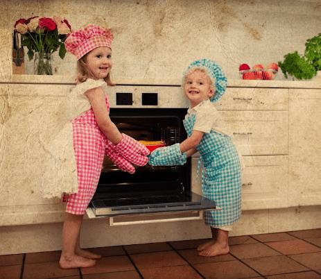 Τα αγόρια φορούσαν ροζ ρούχα και τα κορίτσια μπλε. Πώς άλλαξε το χρωματολόγιο, από τους ναζί, τη μόδα ακόμη και τον προγεννητικό έλεγχο