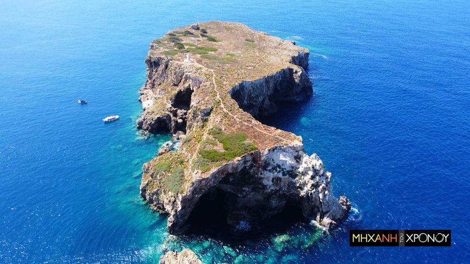 Το νησάκι δίπλα στην Σφακτηρία όπου σκοτώθηκε και ετάφη ο ανιψιός του Ναπολέοντα. Πολέμησε με τους φιλέλληνες τον Ιμπραήμ