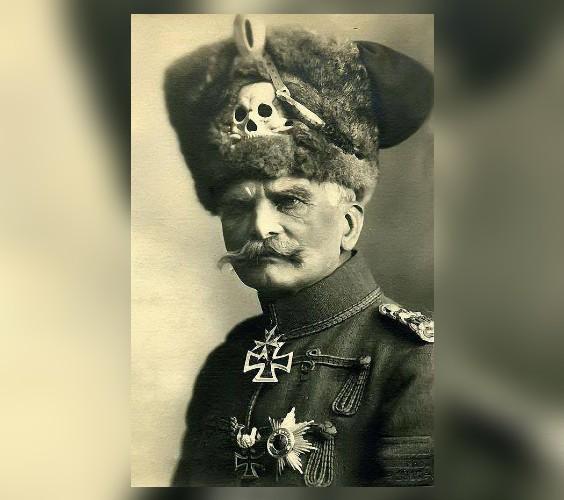 """Το άδοξο τέλος του υπέργηρου Γερμανού στρατάρχη για το κοτέτσι του. Επέζησε απ΄ όλους τους πολέμους, αλλά """"έσκασε"""" επειδή οι Σύμμαχοι του πείραξαν τις κότες"""