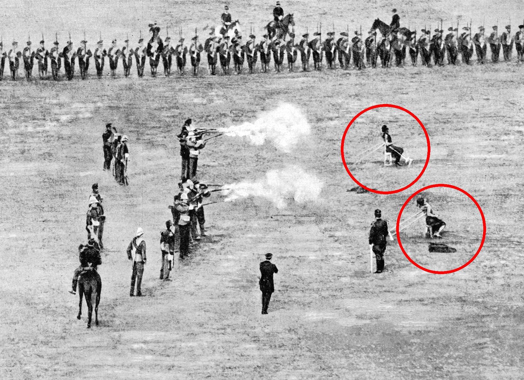 Η ατιμωτική εκτέλεση δύο Τούρκων για τις σφαγές στο Ηράκλειο. Την ποινή επέβαλαν οι Μεγάλες Δυνάμεις μετά το πογκρόμ κατά χριστιανών και τον θάνατο βρετανού διπλωμάτη