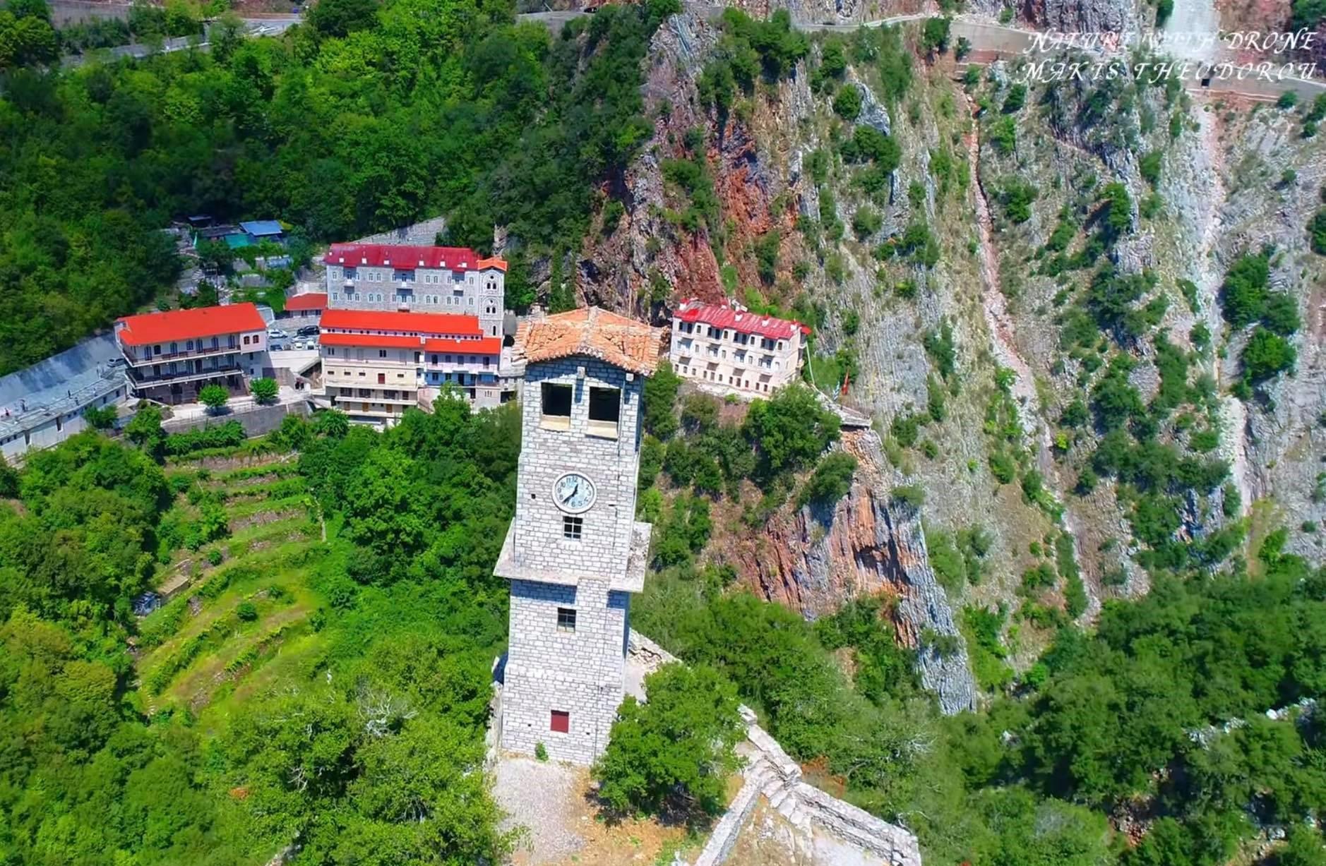 Μονή Προυσού. Το μοναστήρι της επανάστασης και της αντίστασης πήρε το όνομά του από ένα πυρσό. Εκεί σώζεται το σπαθί και το φέσι του Καραϊσκάκη (drone)