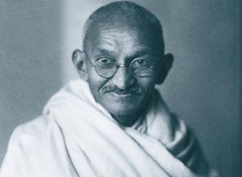 Οι 18 απεργίες πείνας του Μαχάτμα Γκάντι, που πέτυχε πολλές νίκες με την απειλή της αυτοεξόντωσής του. Η τελευταία έγινε σε ηλικία 79 ετών, 12 μέρες πριν τη δολοφονία του