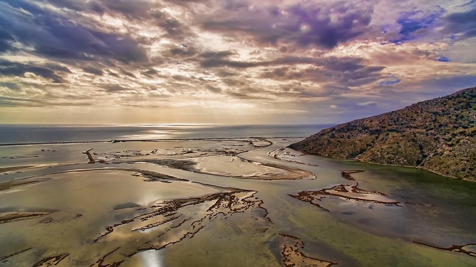 """Πόσες λιμνοθάλασσες έχει το Μεσολόγγι και το Αιτωλικό; Αυτοψία στον """"άγνωστο"""" Παλαιοπόταμο με τον σπάνιο υγρότοπο και τα υδρόβια πουλιά (drone)"""