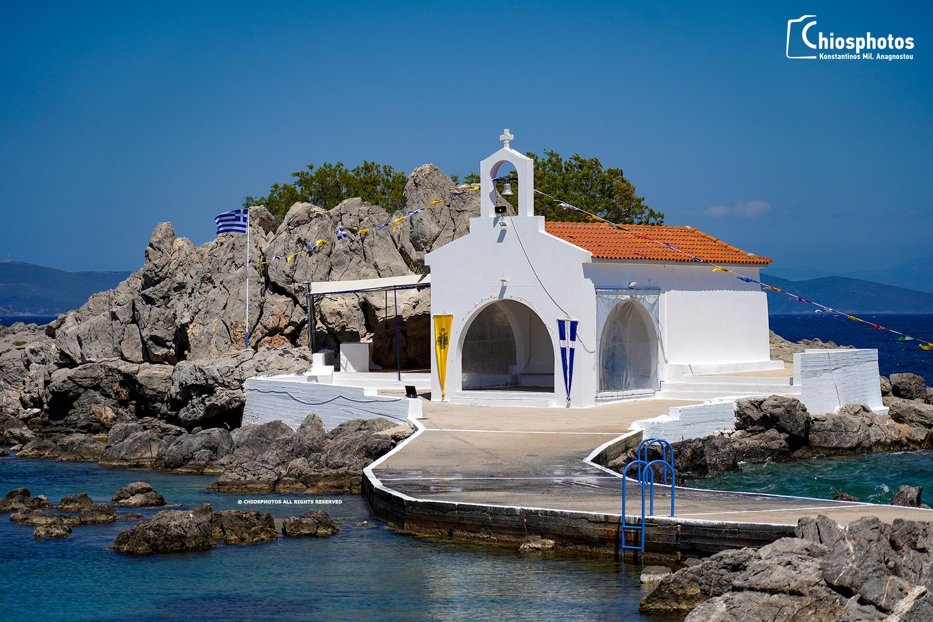 Το εξωκλήσι του Άγιου Ισίδωρου στη Χίο. Ο πατέρας του επέτρεψε τα βασανιστήρια και τον αποκεφαλισμό του από τους Ρωμαίους. Πως συνδέθηκε με τη μαστίχα;