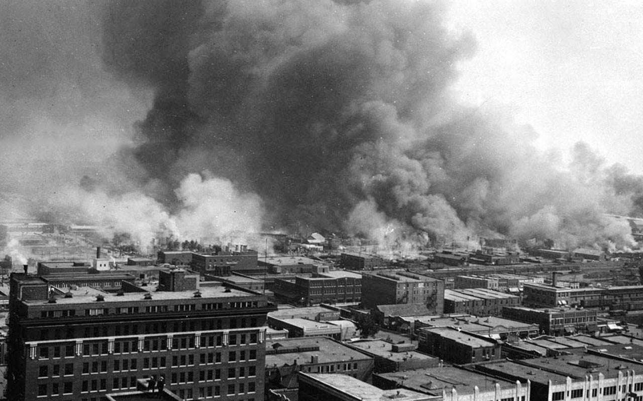 """Το άγνωστο ρατσιστικό ξέσπασμα στην πόλη Τάλσα των ΗΠΑ. Πως κάηκε η """"Wallstreet των μαύρων"""" και χάθηκαν 300 άνθρωποι. Η υπόθεση έγινε γνωστή μετά από 80 χρόνια!"""