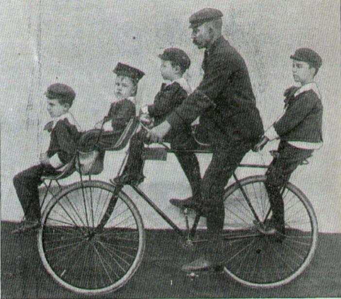 """«Κύριοι ποδηλατισταί, άξιοι απόγονοι των αρχαίων Ελλήνων, προσέλθετε και θαυμάσετε"""". Η διαφήμιση των πρώτων ποδηλάτων που ήρθαν από την Αμερική. Το τρολάρισμα των ανταγωνιστών"""