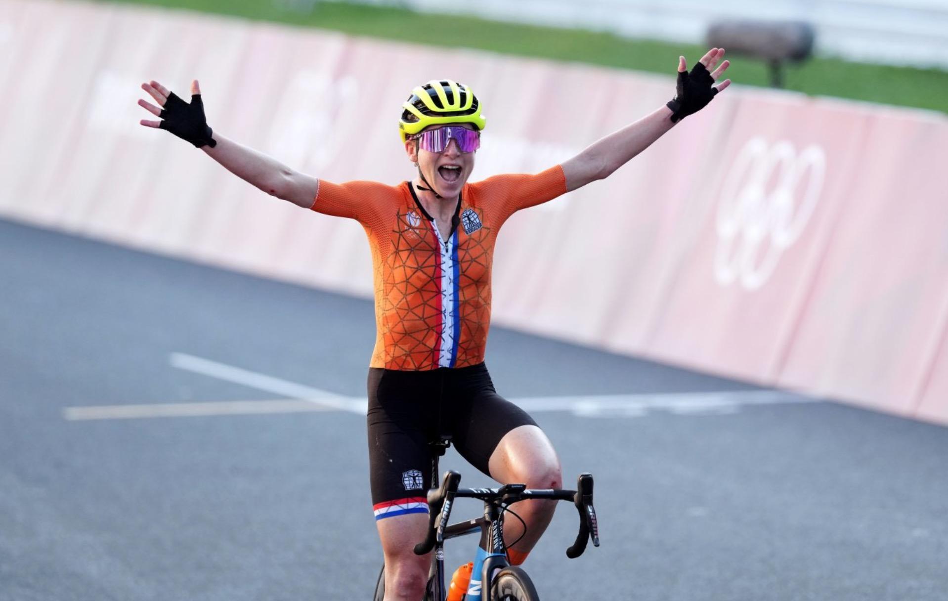"""Ολλανδή ποδηλάτισσα πανηγύρισε για το χρυσό στους Ολυμπιακούς, αλλά τελικά είχε τερματίσει δεύτερη – """"Νόμιζα είχα κερδίσει. Έκανα λάθος"""""""