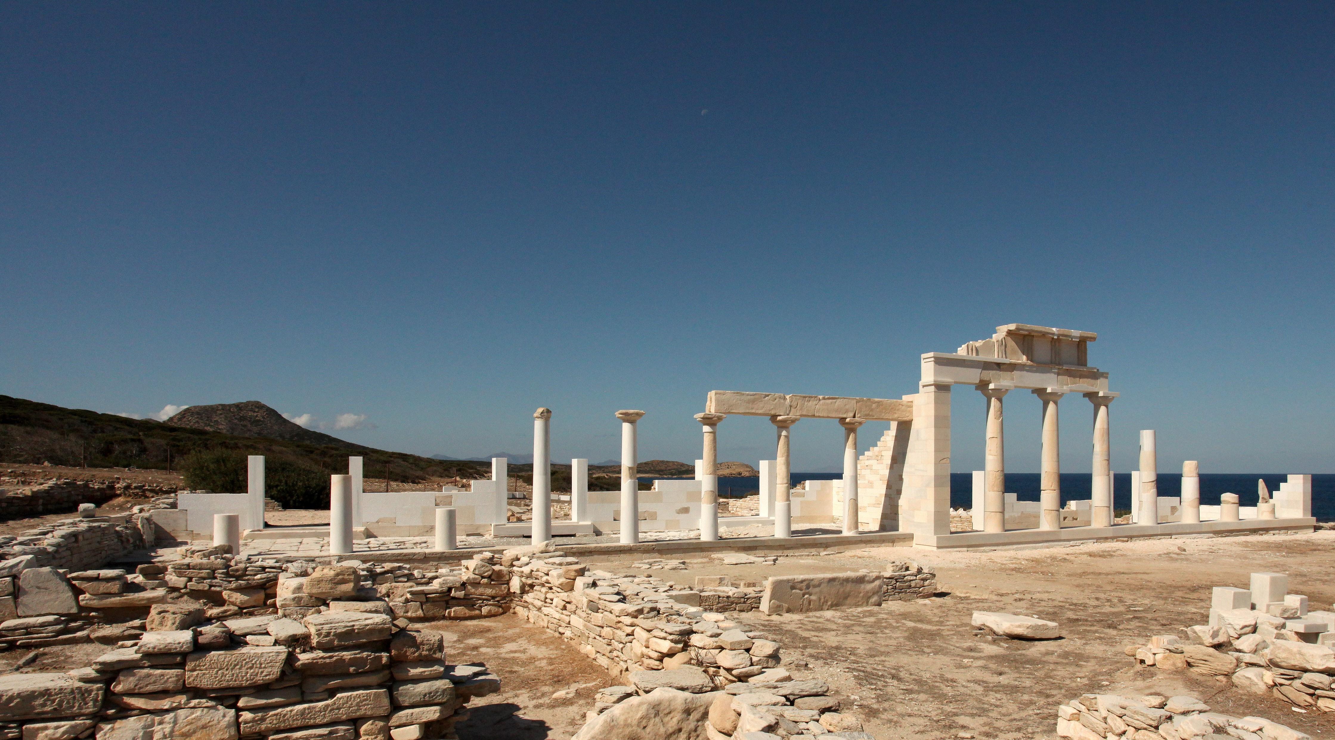 Εντυπωσιακές αναστηλώσεις στο ιερό του Απόλλωνα στο Δεσποτικό Αντιπάρου. Βρέθηκε εκτεταμένο σύστημα ύδρευσης (φωτο)