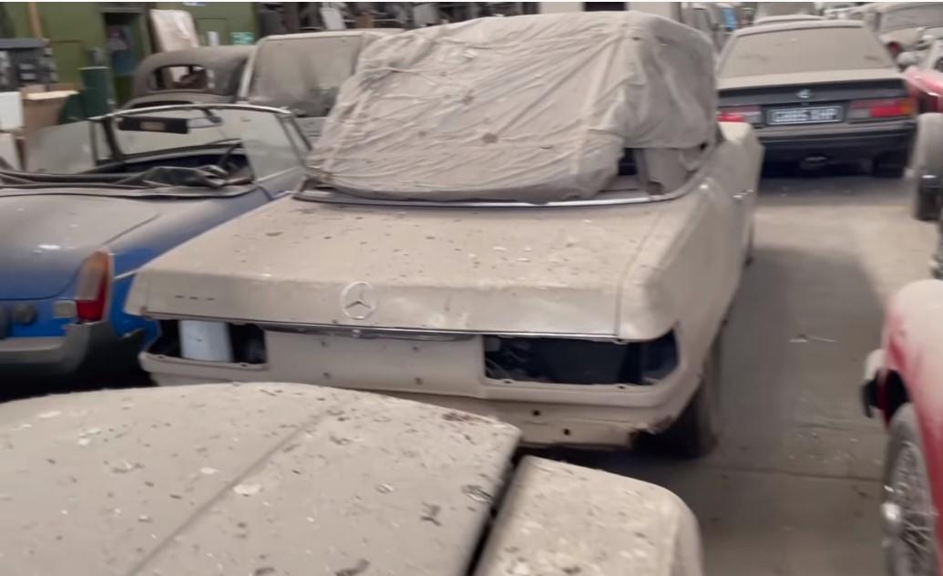 Βρέθηκε αποθήκη με 174 σπάνια αυτοκίνητα στη Μεγάλη Βρετανία – Πρόκειται να δημοπρατηθούν (Βίντεο)