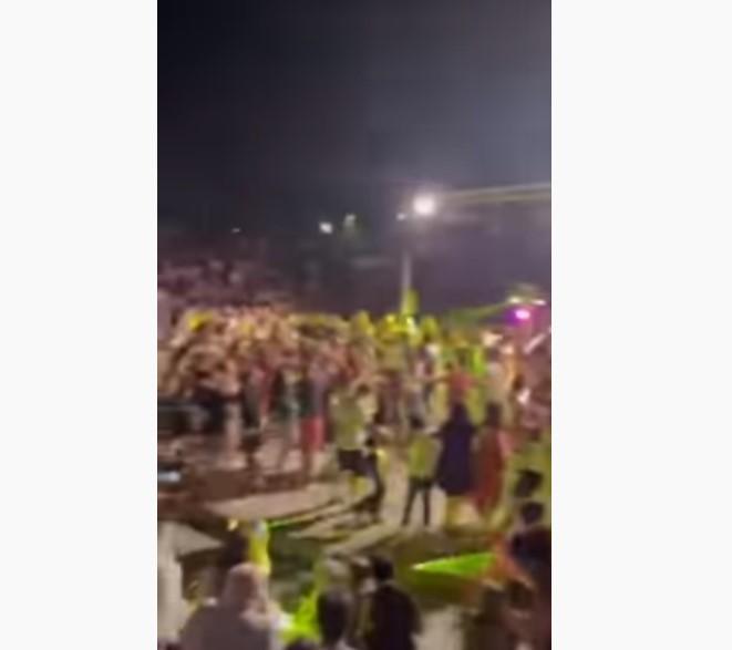 Συνωστισμός χωρίς να τηρούνται οι αποστάσεις σε συναυλία στη Λιβαδειά-Τι δήλωσε ο δήμαρχος (Βίντεο)