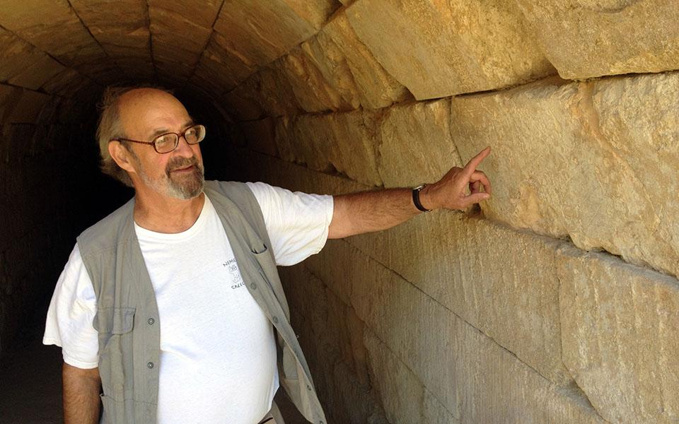 Πέθανε ο αρχαιολόγος Στέφανος Μίλλερ. Ανέσκαψε τη Νεμέα αναδεικνύοντας τον αρχαιολογικό πλούτο της περιοχής