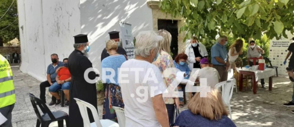 Εμβολιαστικό κέντρο η εκκλησία στις Αρχάνες. Μαζική η προσέλευση του κόσμου