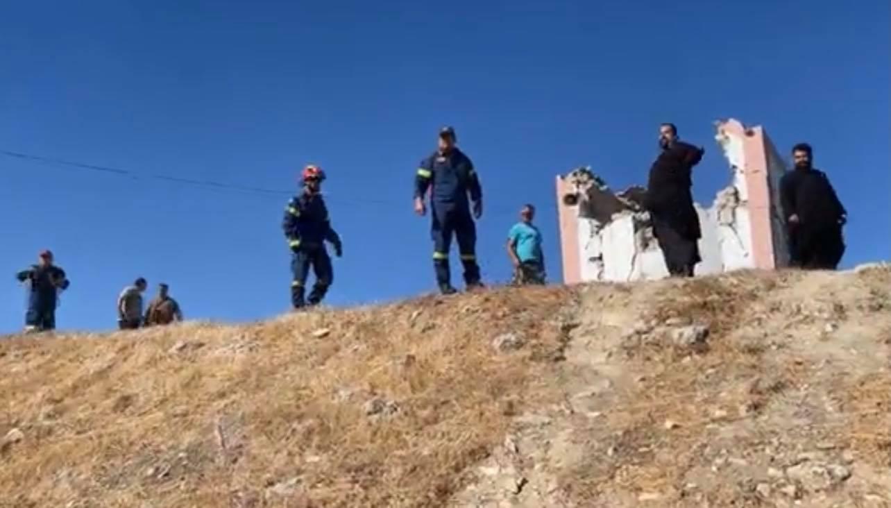 Η στιγμή που χτύπησε ο Εγκέλαδος στην Κρήτη. Γιος είδε τον πατέρα του να καταπλακώνεται (βίντεο)