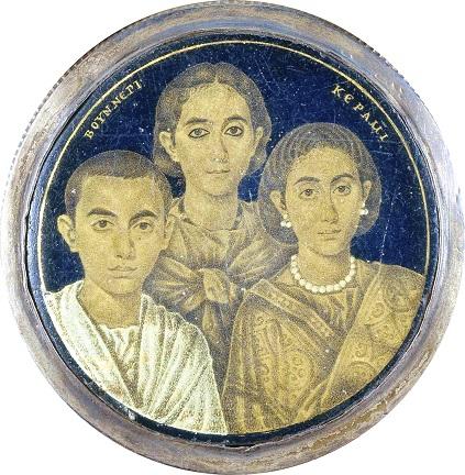 Το ρεαλιστικό μενταγιόν ρωμαϊκής εποχής που μοιάζει με οικογενειακή φωτογραφία. Η έρευνα έδειξε ότι είναι Έλληνες της Αλεξάνδρειας