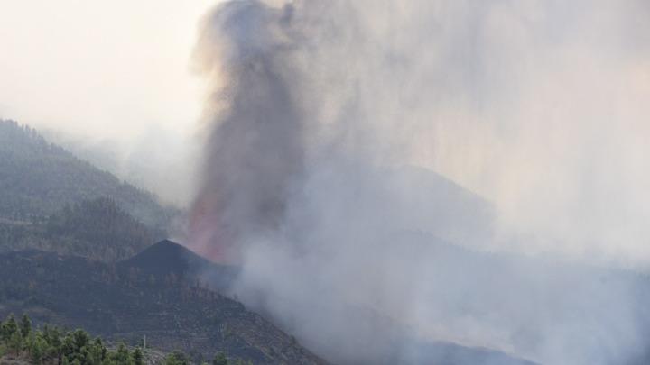 Το «σπίτι – θαύμα» που γλίτωσε από τη λάβα του ηφαιστείου στη Λα Πάλμα. Ανήκει σε ζευγάρι συνταξιούχων από τη Δανία (Εικόνα)