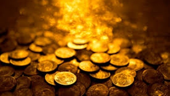 Αγόρασε ανιχνευτή μετάλλων και μόλις τον χρησιμοποίησε ανακάλυψε θησαυρό με αρχαία χρυσά νομίσματα. Το σπάνιο εύρημα με γυναικεία μεταλλικά  εσώρουχα