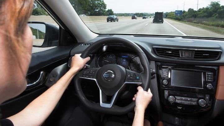 """Δίπλωμα οδήγησης από τα 17, αλλά με συνοδό – Όλες οι αλλαγές του νέου σχεδίου νόμου με τίτλο """"Οδηγώντας με Ασφάλεια"""""""