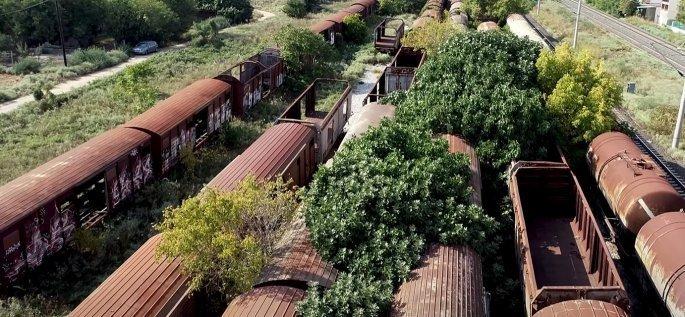 Το νεκροταφείο τρένων στη Θεσσαλονίκη. Eίναι ένα από τα μεγαλύτερα του κόσμου. Δείτε από ψηλά το σημείο (drone)