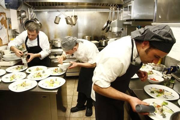 Valutazione e riduzione dei rischi in cucine pasticcerie - Rischi in cucina ppt ...