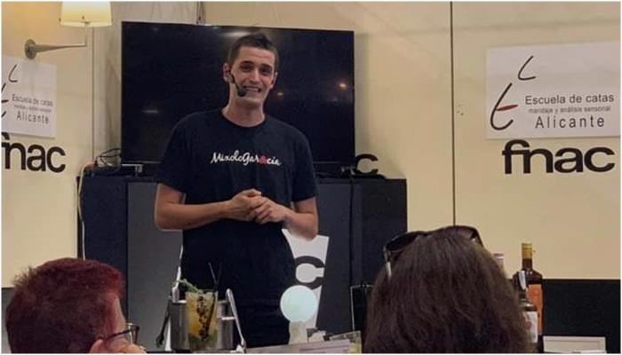 FNAC Alicante presentacion creatividad liquida Antonio Garcia Garcia