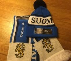 Mixtuura-Suomi-100-pipo-ja-kaulahuivi