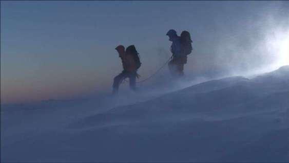 990173622-クライミング-装備-吹雪-アイガー-雪嵐