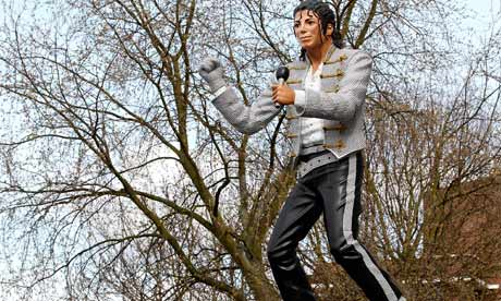 MJ statue at Craven Cottage