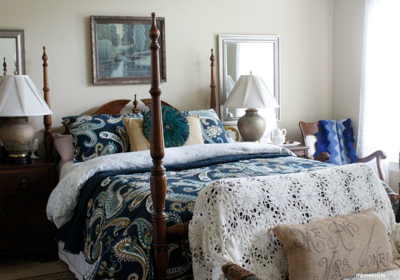 #blueandwhitebedding #eclecticbedroom
