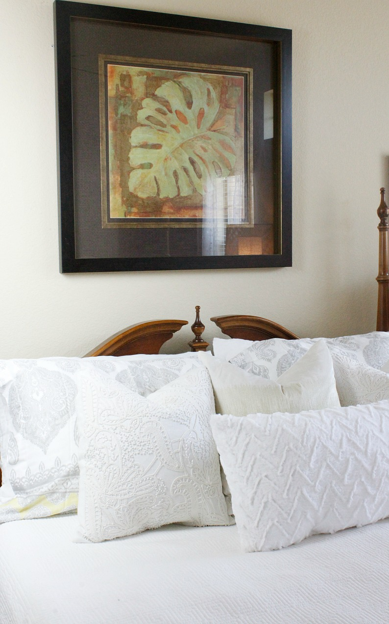 #springbedroomdecor #whitebedroomdecor #mjonesstyle #vintagebedroomdecor