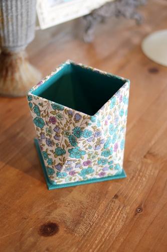 花柄の多角形ボックス