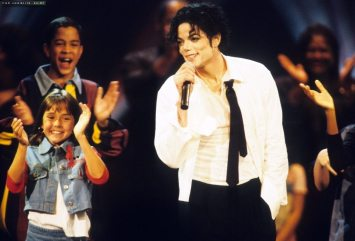 1995-MTV-Video-Music-Awards-michael-jackson-7274505-1100-749